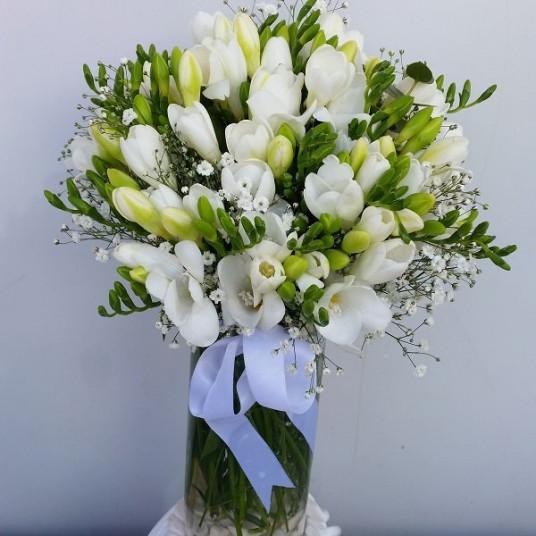 Cam Vazo da Kokulu Beyaz Firezya (Freesia)