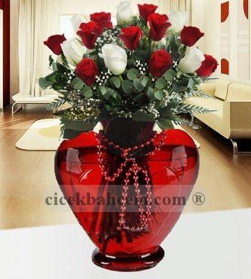 Kalbimin Sahibi 15 Adet Kırmızı Beyaz Gül KALP101