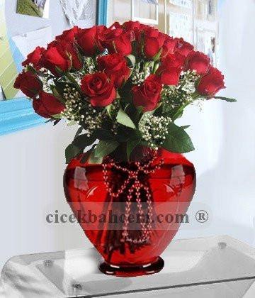 Bu Kalp Seni Unuturmu  Kalp Vazoda 41 Adet Kırmızı Gül