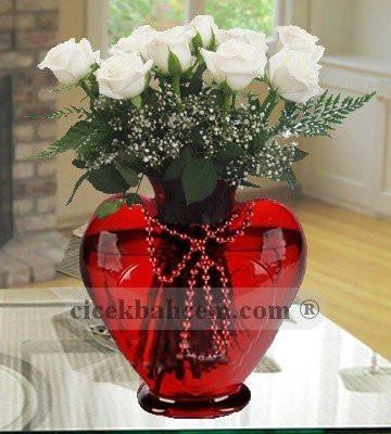 Kalbimdeki Aşkın 11 Adet Beyaz Gül KALP116