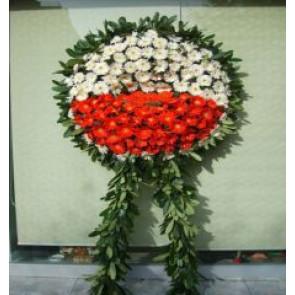 Cenaze İçin Hazırlanmış Kırmızı Cenaze Çiçeği