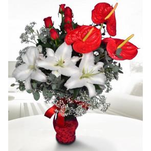 Kırmızı Antorium, Beyaz Lilyumlar, Kırmız Güllerden Aranjman
