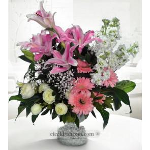Lilyum, Gerbera ve Beyaz Güller Hazırlanmış Aranjman,