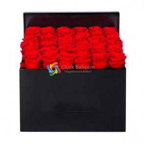 Siyah Şık Kutu İçinde 31 Adet Kırmızı Gül