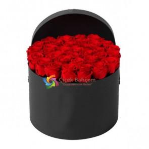 Siyah Yuvarlak Kutu İçinde 35 Adet Kırmızı Gül